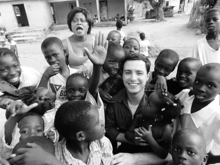 O carinho das crianças africanas.
