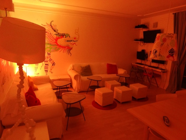 Sala do hostel Fusions