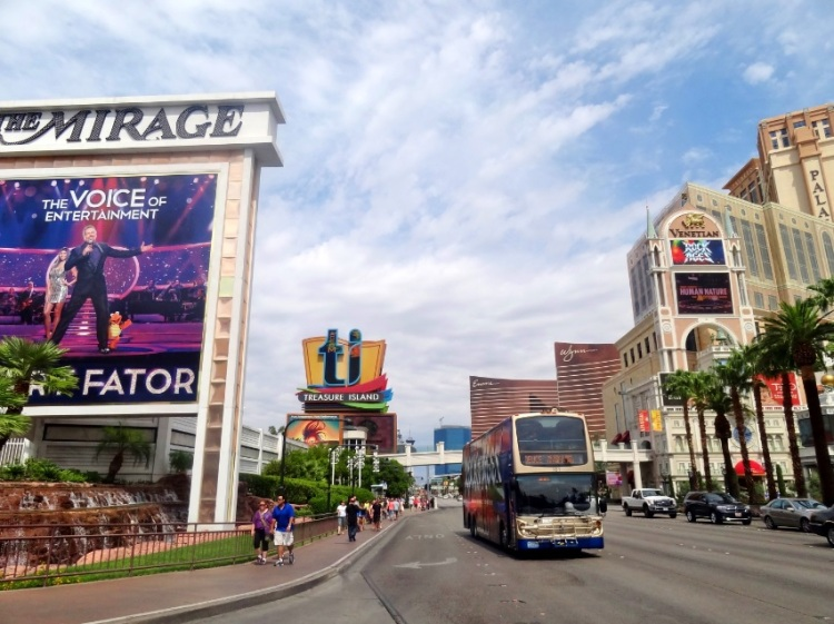 Todos os hotéis, baladas e restaurantes estão nesta avenida.