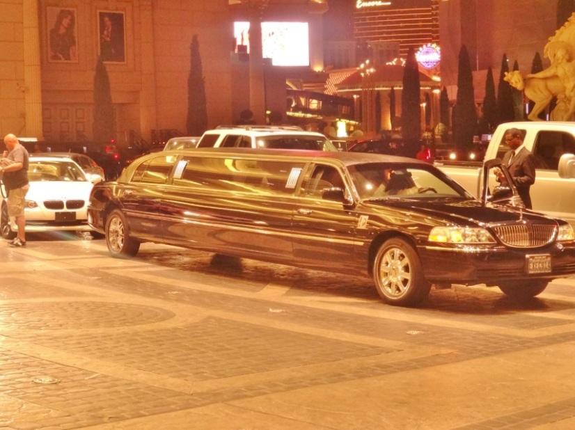 Alugamos uma limousine no próprio hotel! Simples, rápido e barato.
