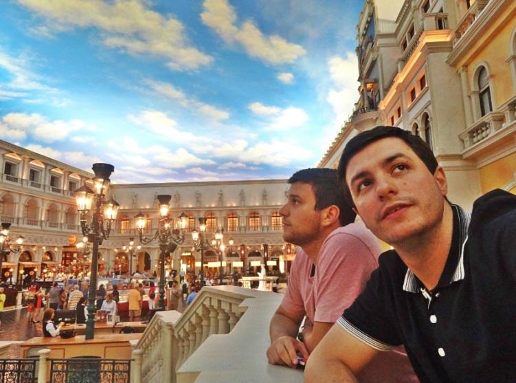 O céu de mentirinha do hotel Venetian.