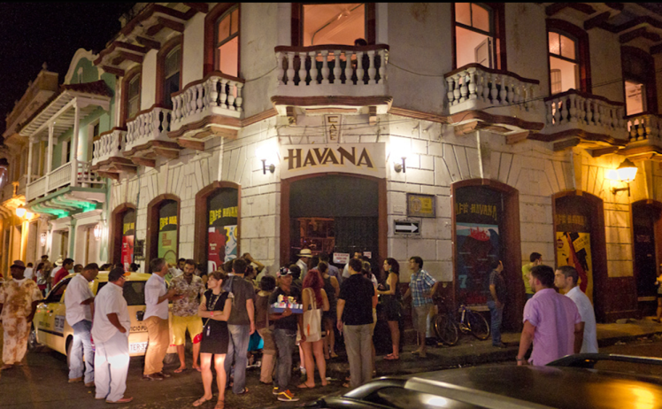 outside-cafe-havana-in-cartagena